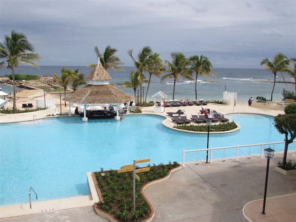 Pool and beach at Melia Braco Village