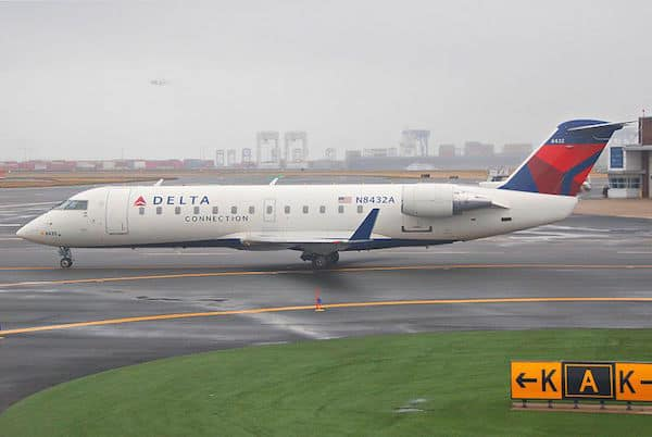 Delta Connection (Credit: Wikimedia Commons, Aero Icarus from Zürich, Switzerland)