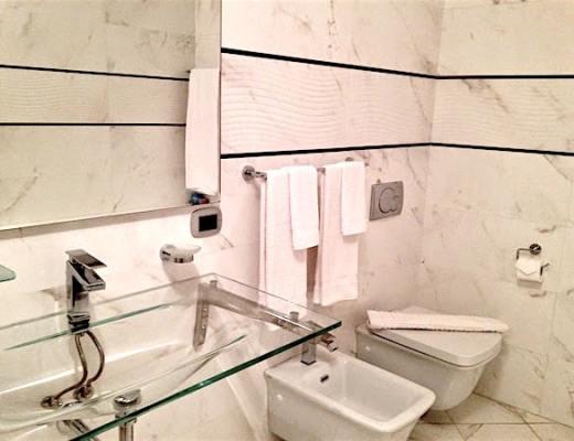 A bathroom (senza servietta) in Bologna