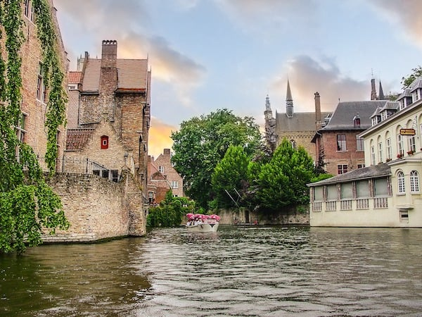 Canal on the medieval city of Bruges (Credit: Pixabay)