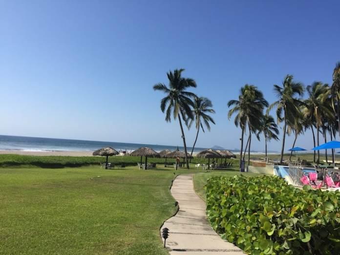 Estrella del Mar pool and beach