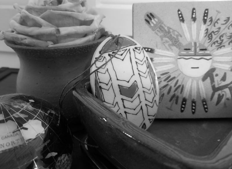 Picking souvenirs - Souvenirs (Credit: Lovell)