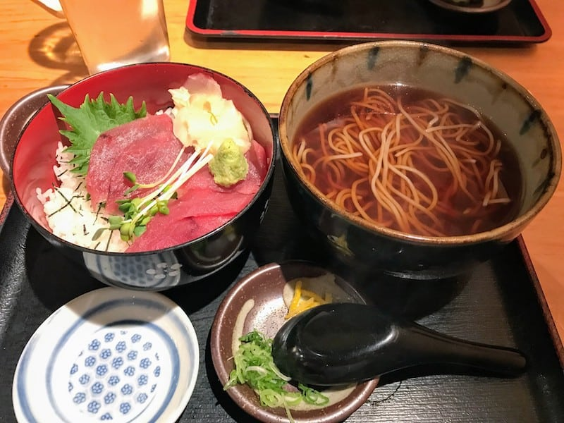 Lunch portion of Tekka Don Set, tuna sashimi atop sushi rice, served with hot soba noodles