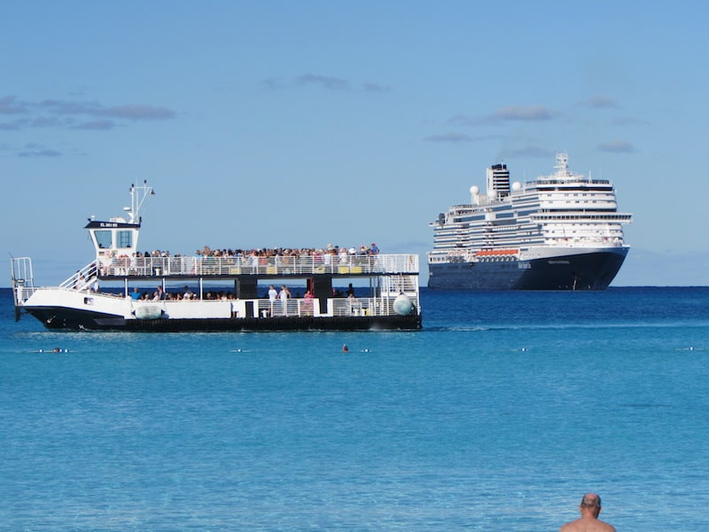 Efficient tender to Half Moon Cay