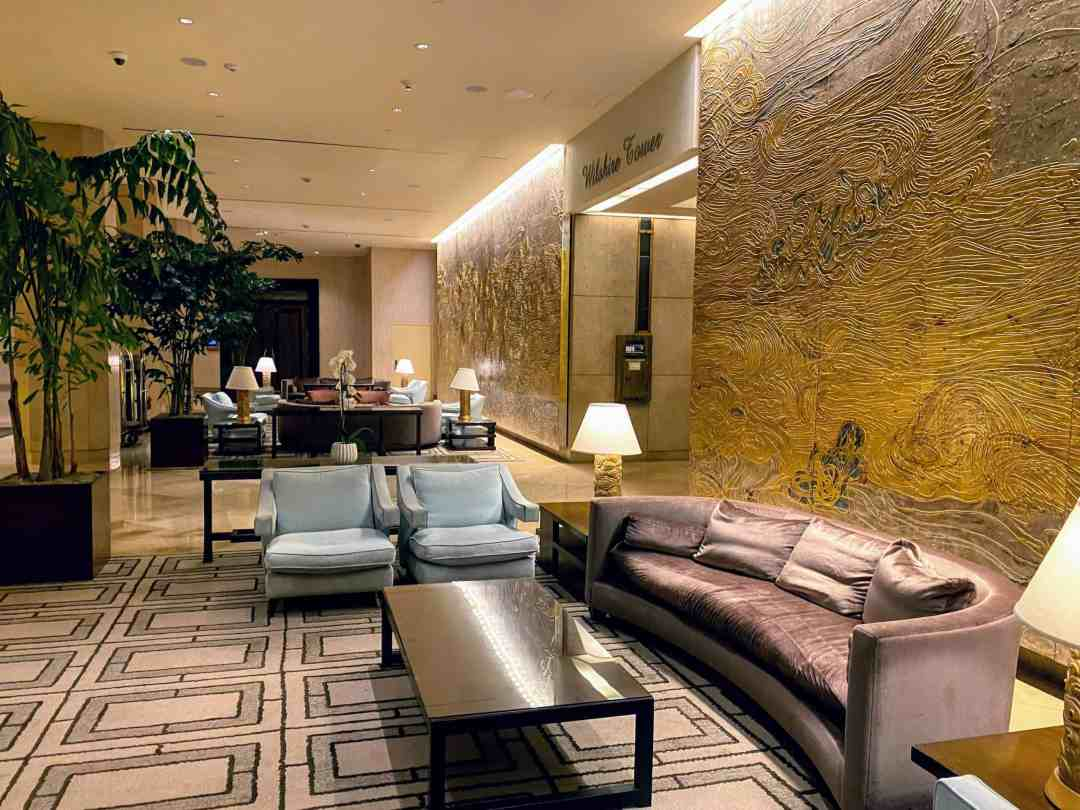At the Beverly Hilton, dramatic golden walls flank the entrance to the Wilshire Tower