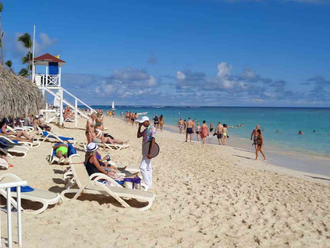 Bahia Principe Luxury Ambar: Busy Bavaro Beach