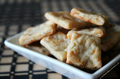 Cheesy crackers