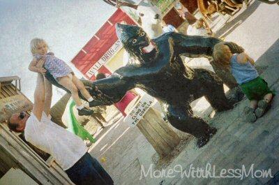 Gorilla photo op at Wall Drug SD