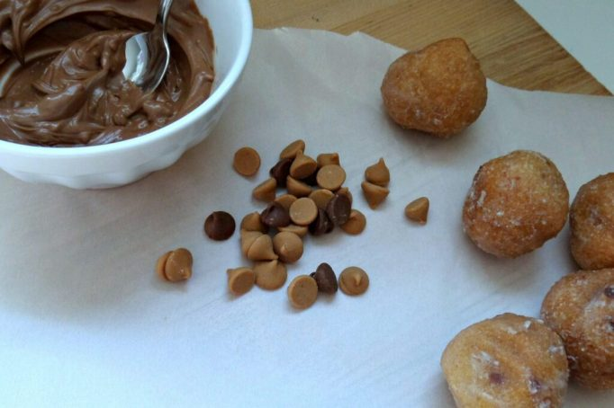 how to decorate donut holes to look like acorns