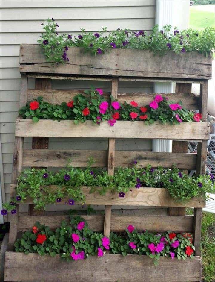 Rustic Pallet Vertical Flower Garden 3