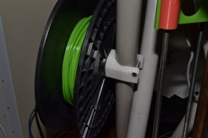 The obligatory spool-holder, just below the extruder