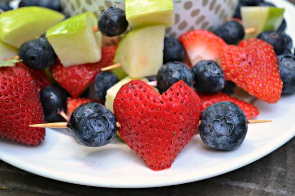 This is the perfect after school snack for your favorite toddler to snack on after school and get in some healthy food! The mini kabobs bring some fun into the meal!