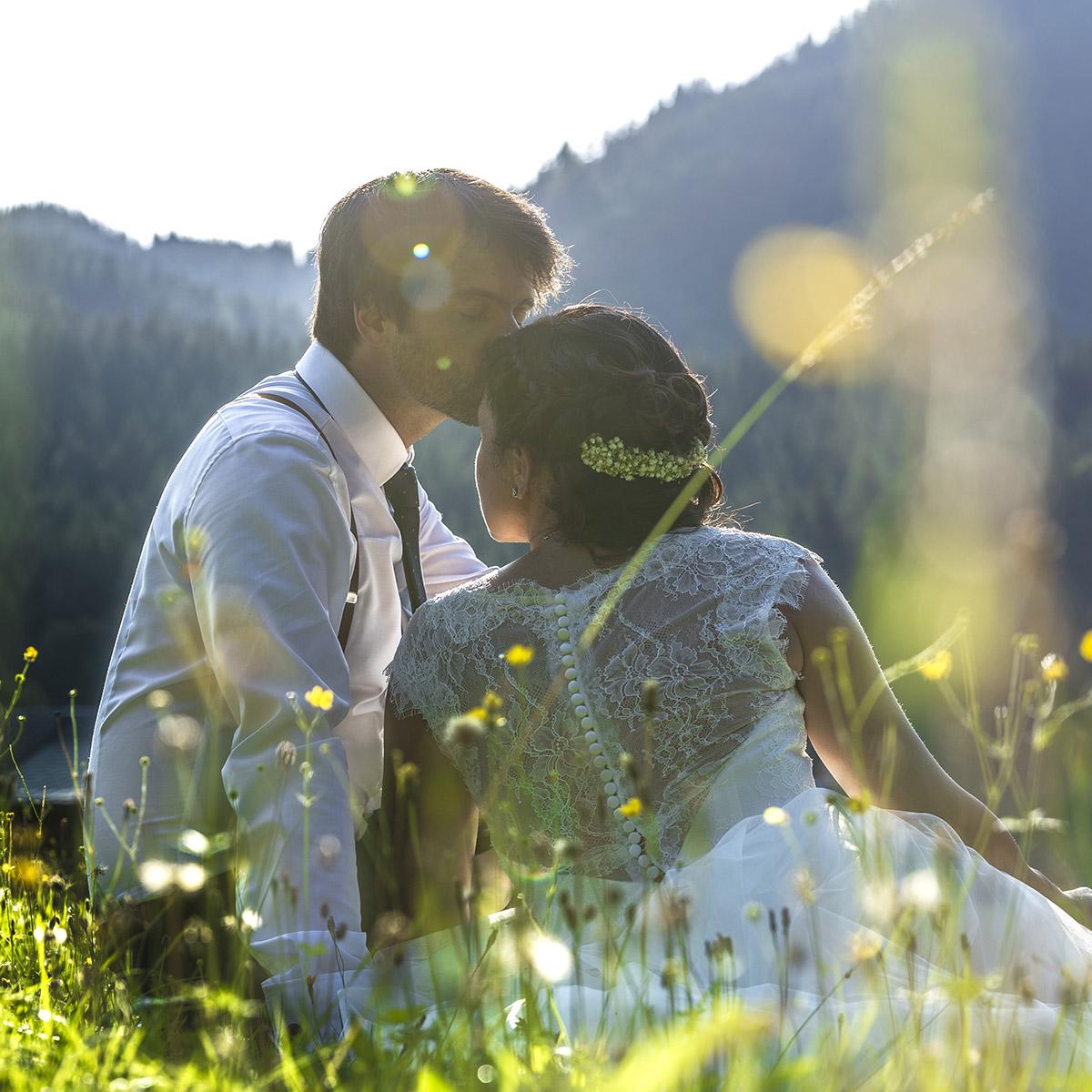 Romantische Hochzeitsfotos im Vintage-Stil in der Blaa-Alm   by mOnA – MORI Fotografie