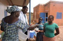 Distribution de farine enrichie