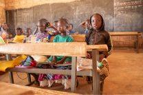 Des écoliers en cours dans l'établissement de Yagma