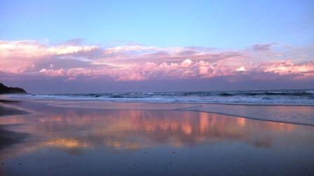 バイロンベイビーチ ピンク色の夕焼け