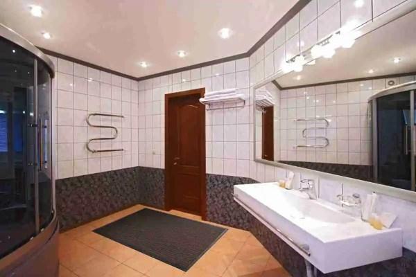 Morland Access Aqua doormat in a spa bathroom