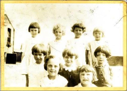 Drighlington Girls School Photo
