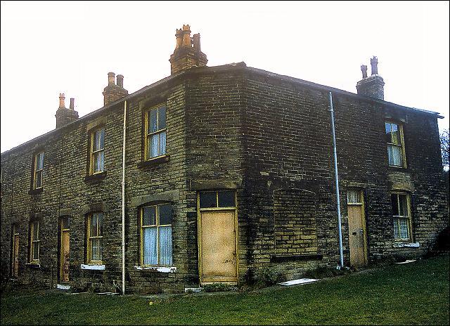 Block of houses near the bottom of Moorside Road, Drighlington