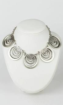 MorLove-Commercial-Product-Photography-Commissions-Pewter-Necklace