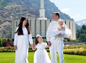 family-in-white-provo-temple_1179150_inl