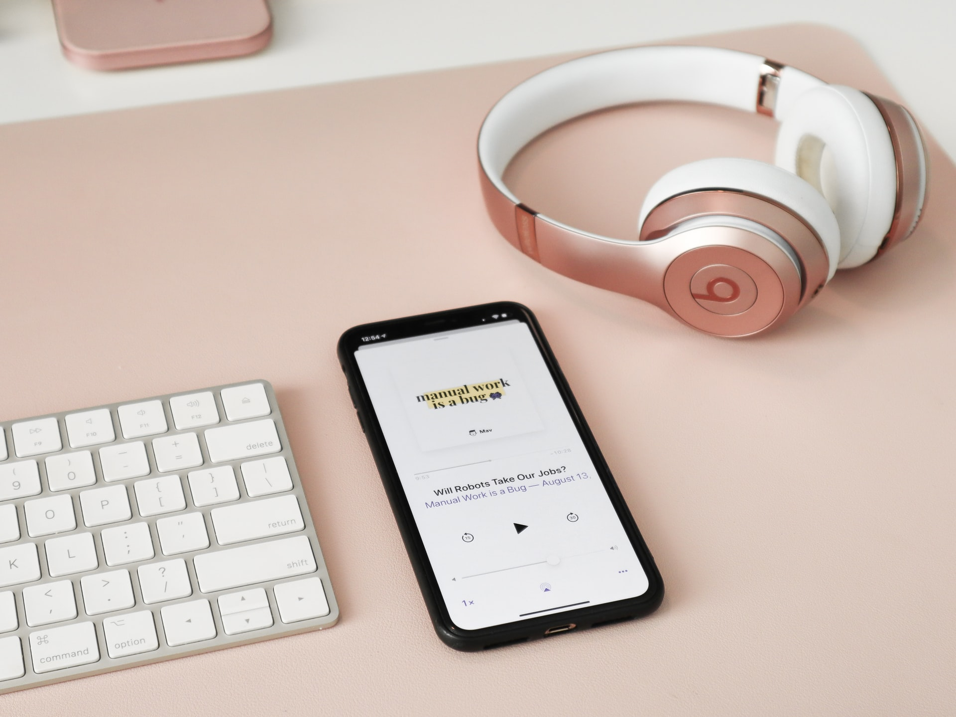 5 Must-Subscribe Podcasts for Female Entrepreneurs