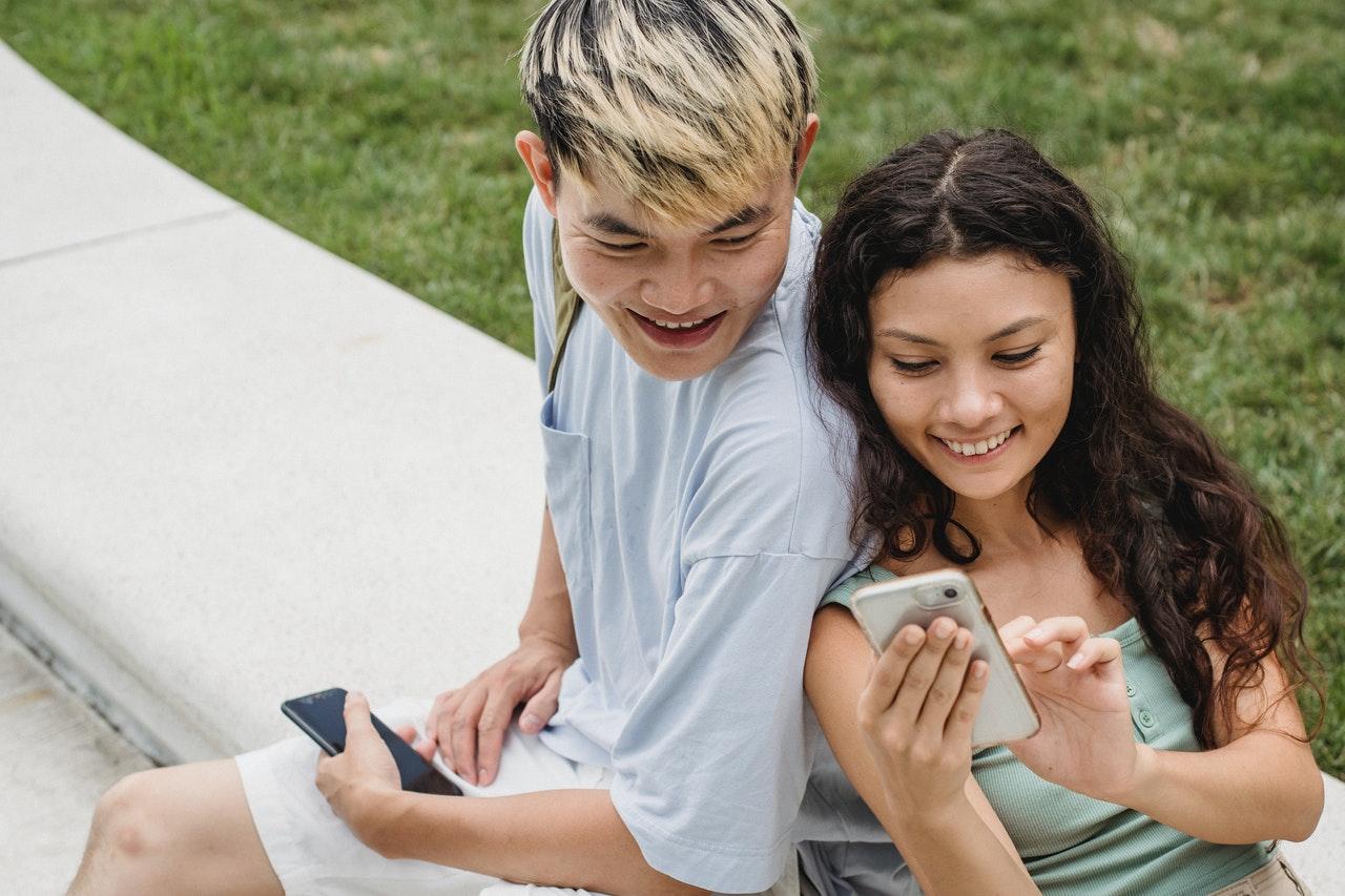Social Media Affects Relationships
