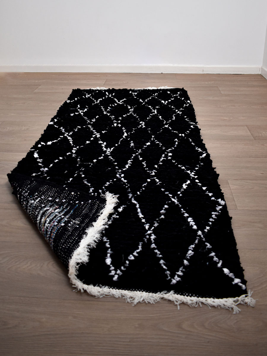 tapis boucherouite noir blanc 175 x 80 cm