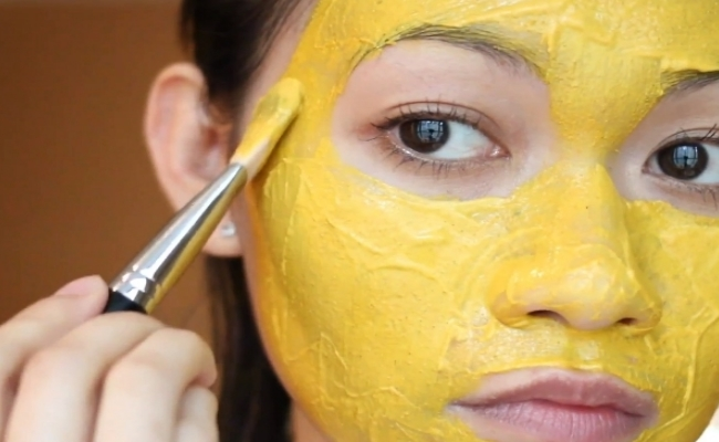 Turmeric paste for clear skin