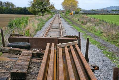 The tracklaying crosses the Worcestershire boundary near Little Buckland. G/WR