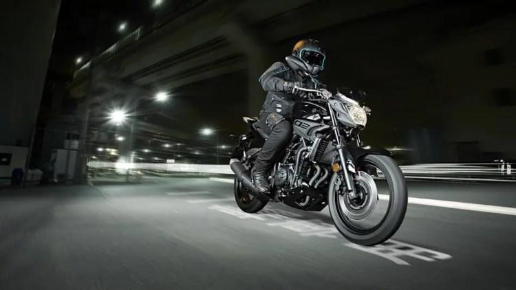 2016-Yamaha-MT320-EU-Midnight-Black-Action-001 (1)