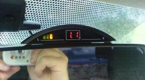Индикатор парктроника Sho-me Y-2623B на зеркале заднего вида