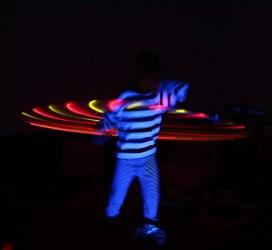 Nino mit dem selbstgebautem Hula Hoop