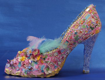 Mosaic shoe with feather