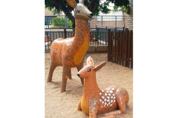 Deer mum & baby,  1'95m x 70cm (127kg), 80cm x 60cm (80kg), La Miranda School, Barcelona.