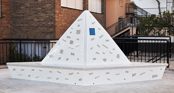 Paper boat sculpture and bench, 4'50m, La Miranda School, Barcelona.