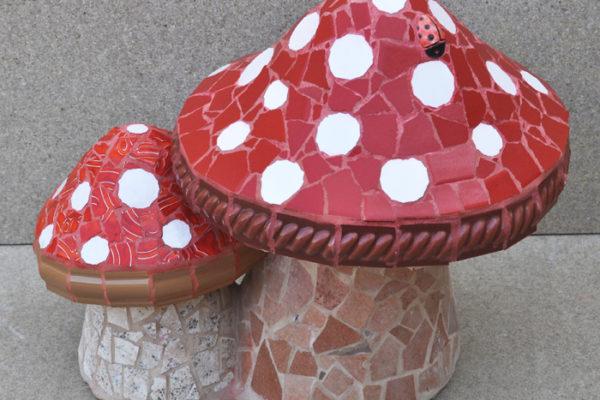 Two mushrooms, 35cm x 25cm, 8kg.