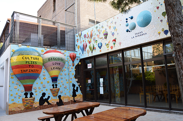 Hot air balloons mural,10m x 2'10m, top wall,  La Miranda School, Barcelona, 2017.