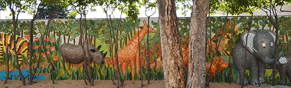 Dinosaurs and wildlife mural, 28m x 2'10m, La Miranda School, Barcelona, 2017.
