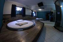 motelpousadalumiere_apartamento-simples-azul_06
