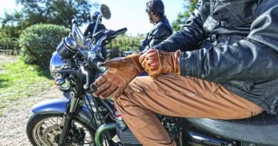 La DGT hará obligatorio el uso de guantes homologados en moto