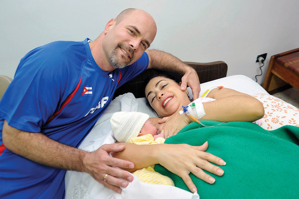 Gerardo Hernandez with his wife Adriana Perez after the birth of their daughter.