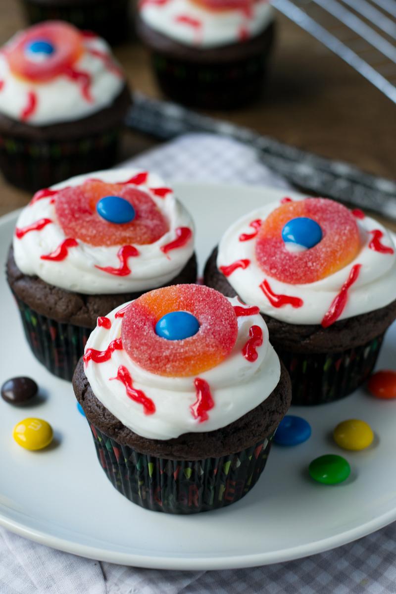 "Spooky Halloween ""Eyeball"" Cupcakes | www.motherthyme.com"