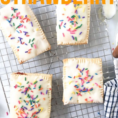 EASY HOMEMADE STRAWBERRY POP TARTS
