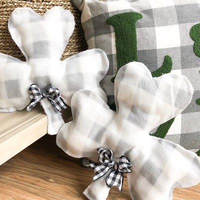 No-Sew Shamrock Pillow