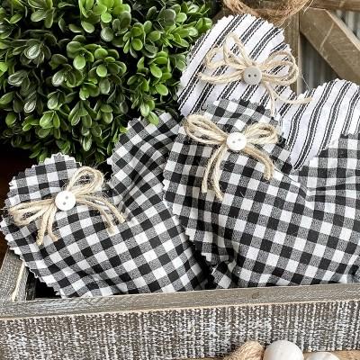 Mini No-Sew Heart Pillows – Free Pattern