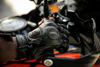Trilling remhendel wanneer je remt met ABS - Moto Maestro Motortrainingen