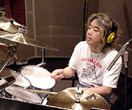 木村万作 (Drums)