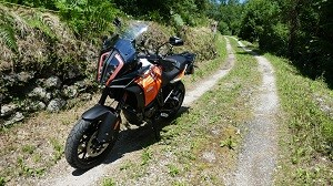 La KTM Super Adventure est super-routière, super-confortable, super-sportive, super-rassurante