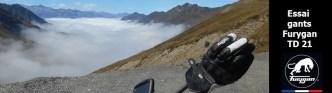 Gants aérés au sommet d'une montagne